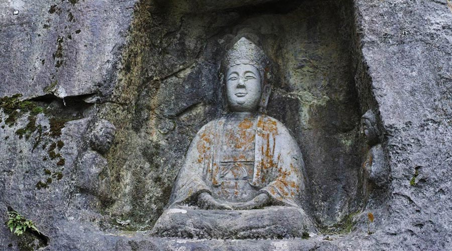 Lingyin Temple and Feilai Feng Grottoes 1