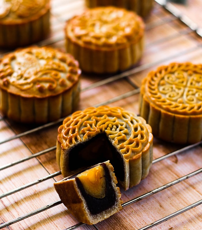 Cantonese-style mooncake