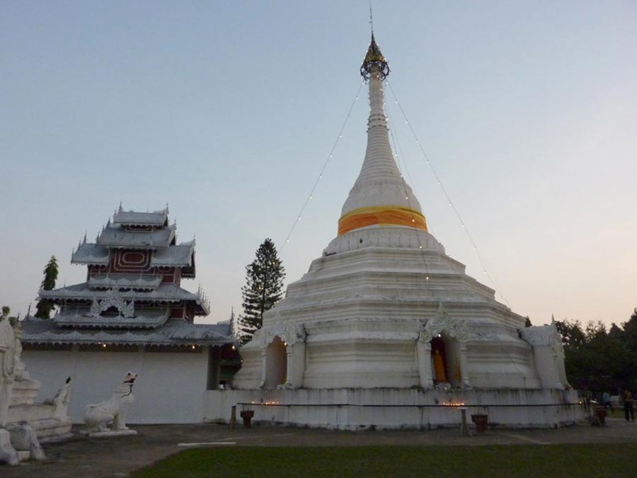 Wat Phra That Doi Kong Mu in Mae Hong Son