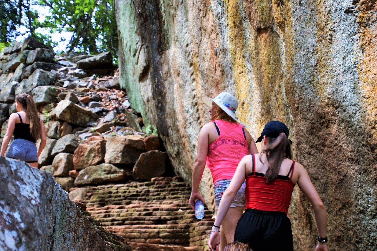 Trekking Safari Adams Peak and Nightlife 3