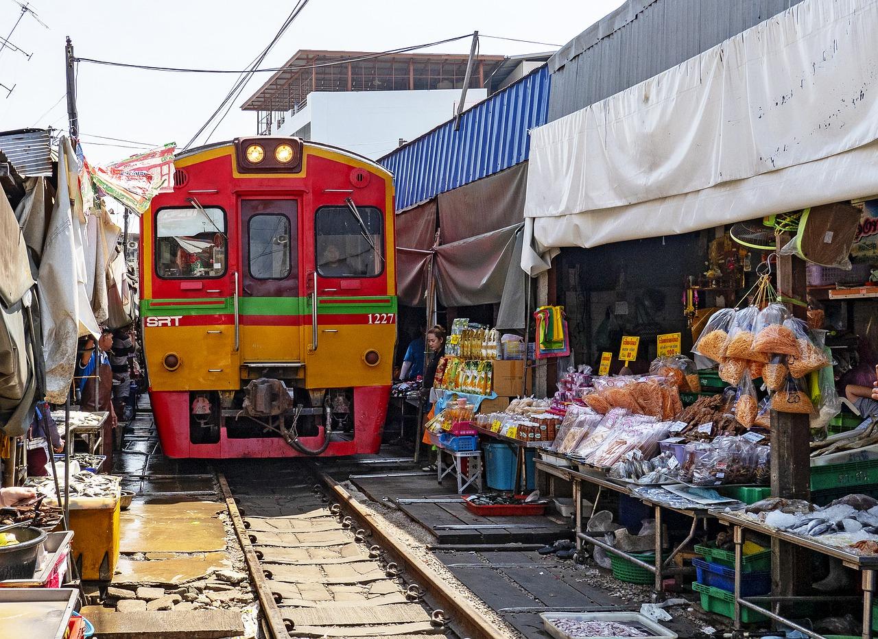 Train Market & Floating Market 4