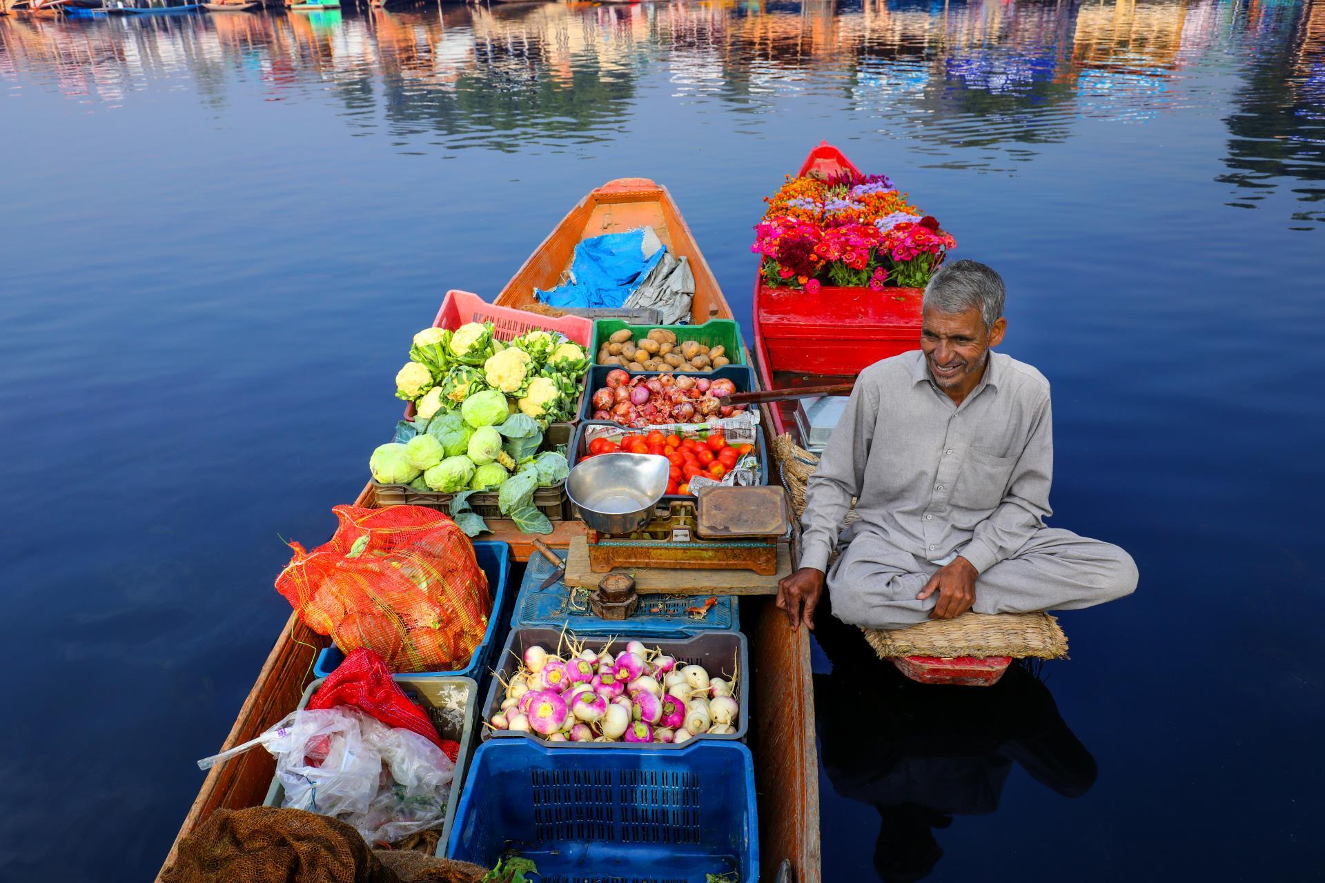 Delhi, Dharamshala, Kashmir Valley & Amritsar Tour 9