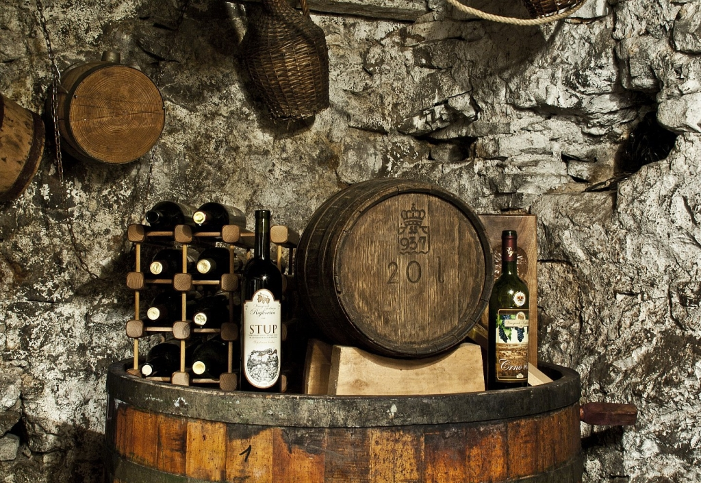 Traditional and Modern Mixed Wine Tour 1