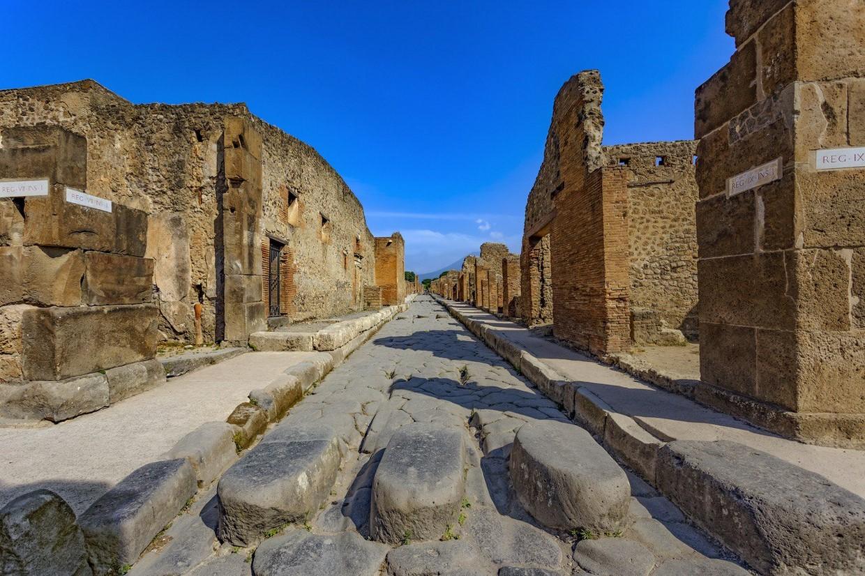 Explore Pompeii, Amalfi, Naples and the Mount Vesuvius with an Archaeologist 7