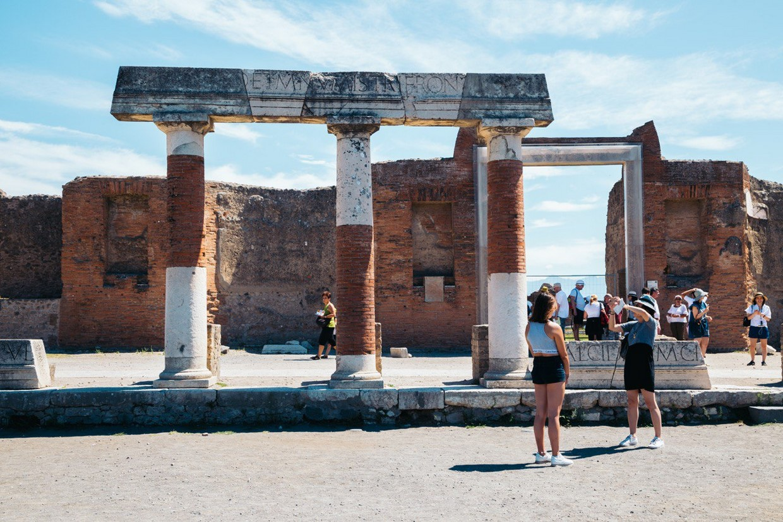 Explore Pompeii, Amalfi, Naples and the Mount Vesuvius with an Archaeologist 8