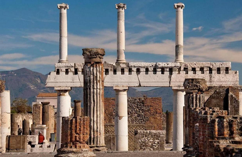 Explore Pompeii, Amalfi, Naples and the Mount Vesuvius with an Archaeologist 3