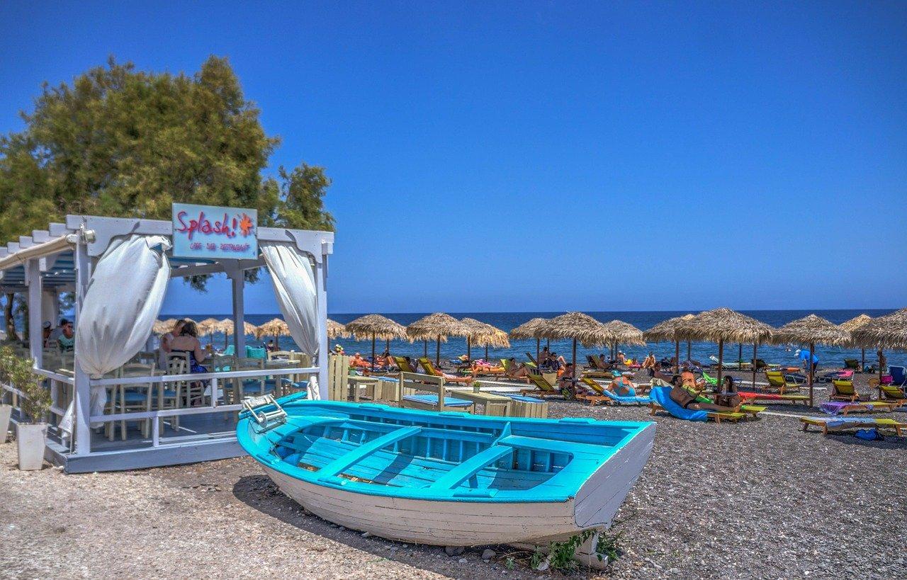 Cine Kamari in Santorini, Greece