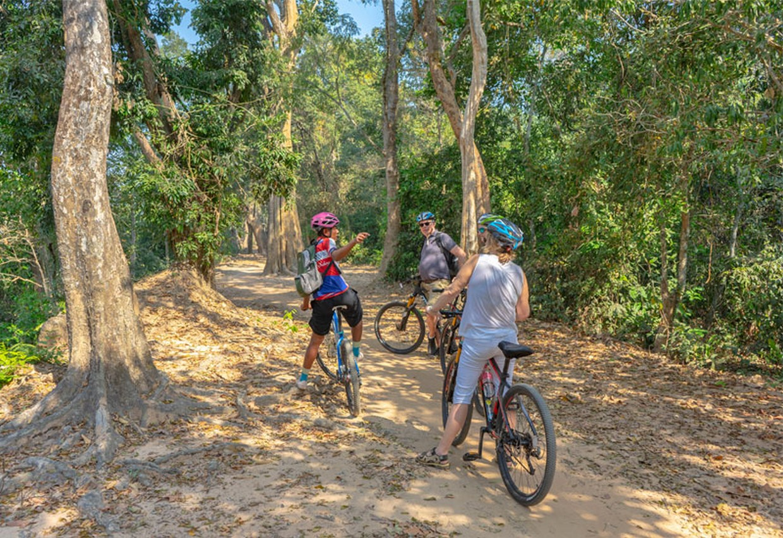 Angkor to Phnom Penh by Bicycle 3