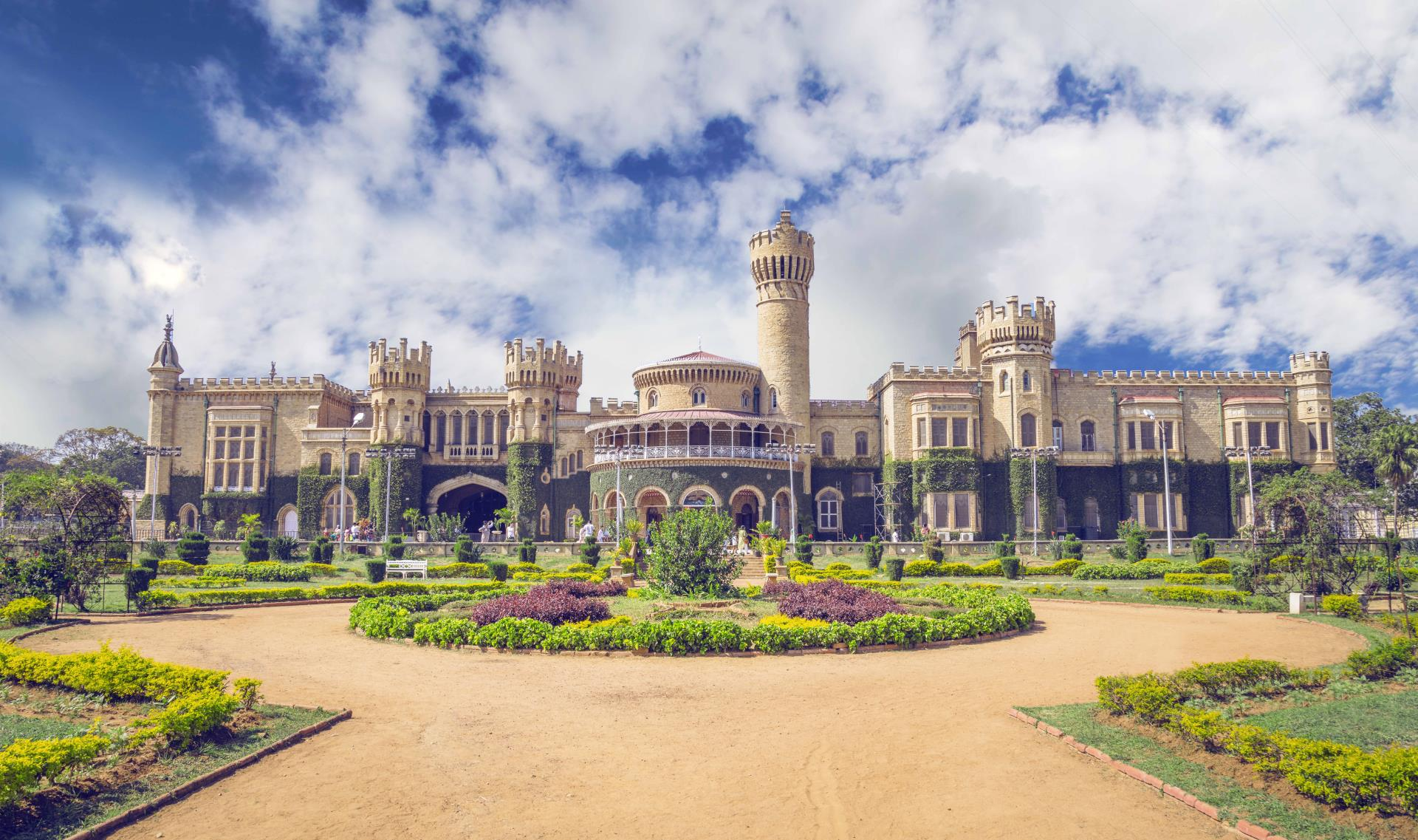 Hubli to Badami, Hampi, Belur, Halebidu, Mysore & Bangalore Tour 6