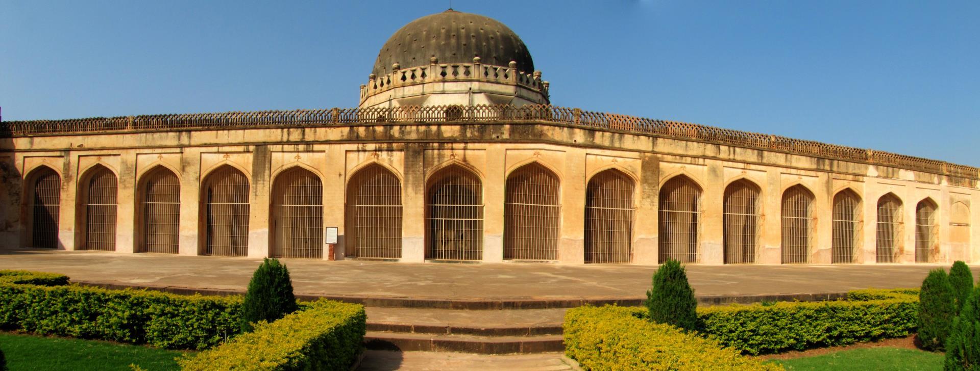 Hyderabad, Bijapur, Badami & Hampi Tour 5