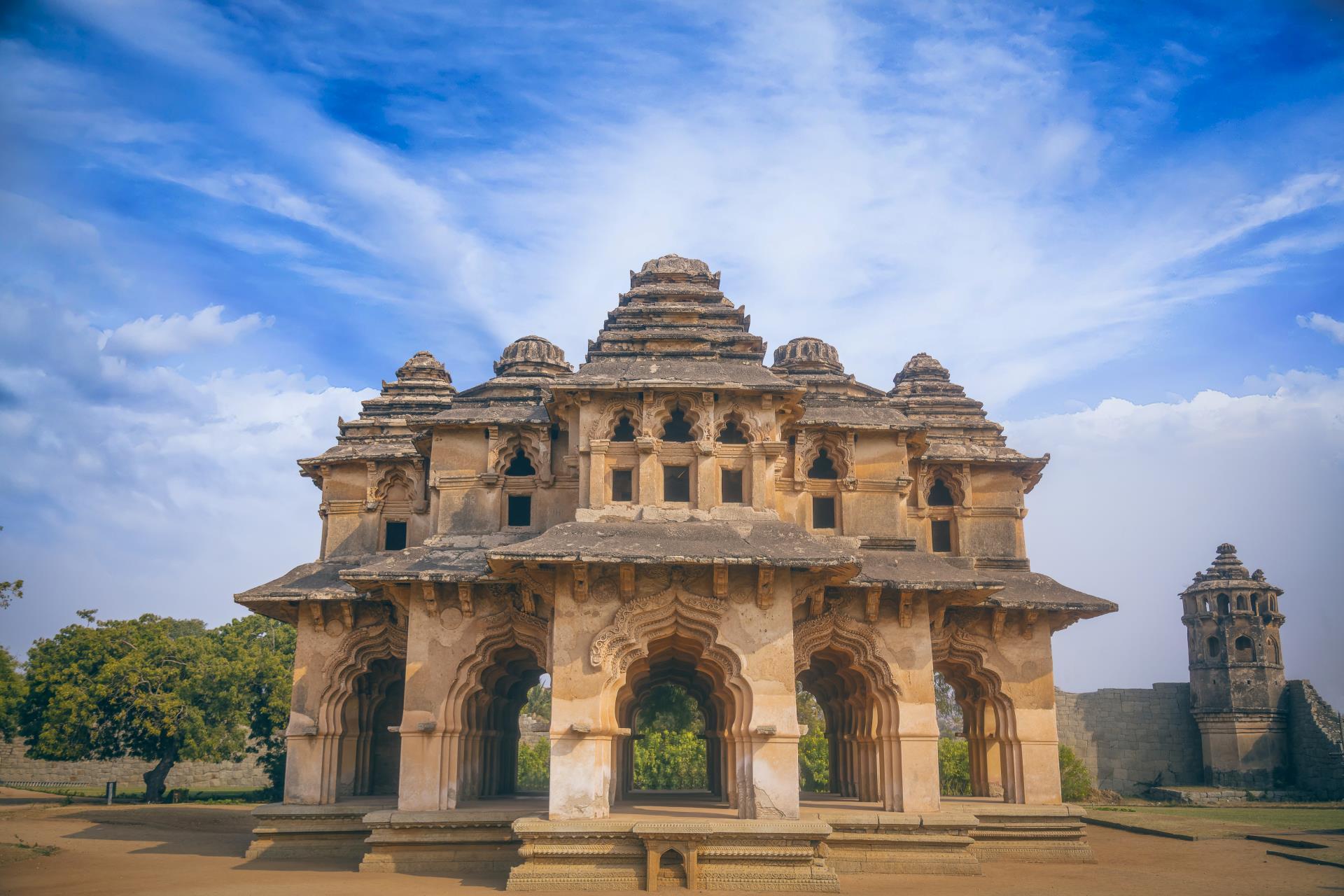 Hyderabad, Bijapur, Badami & Hampi Tour 3