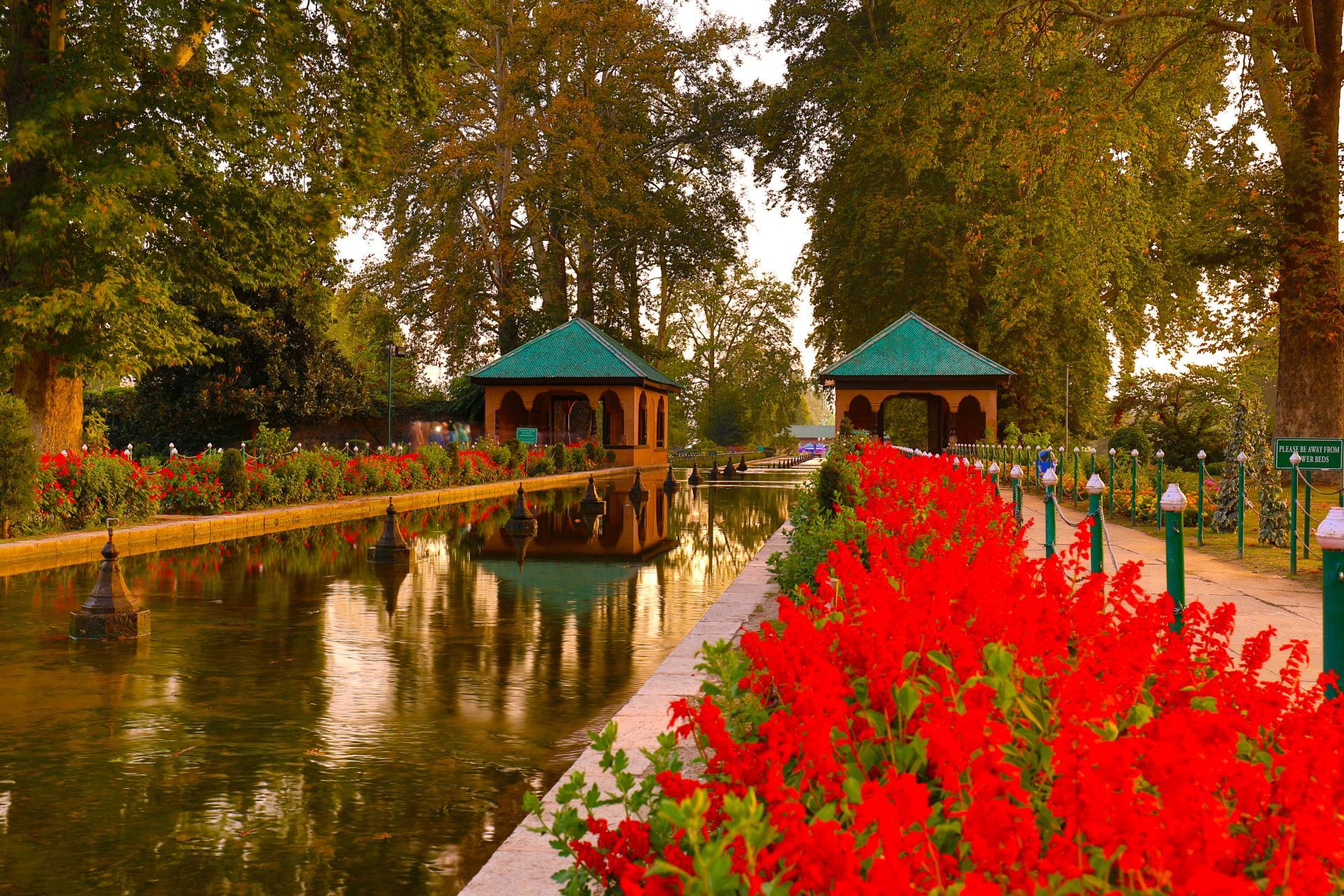 Kashmir and Taj Mahal 2