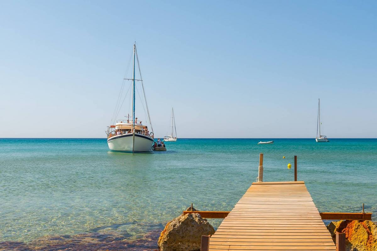 Half Day Boat Tour to Kleftiko from Milos