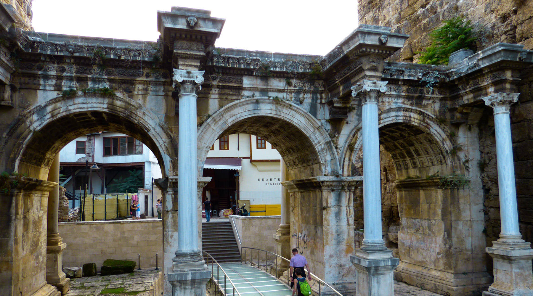 Hadrian Gate – The Most Famous Historical Site in Antalya