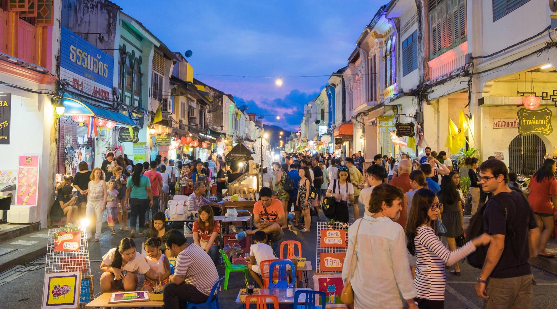Sunday Walking Street, Chiang Mai, Thailand – Full guide
