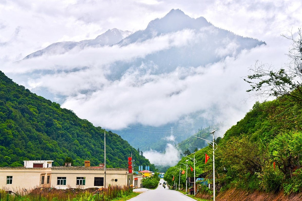 Overland Tour from Sichuan to Tibet on G318 Highway 1