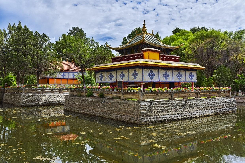 Holy City Lhasa Tour 10