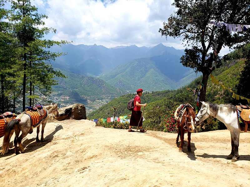 Hiking to Taktsang Monastery