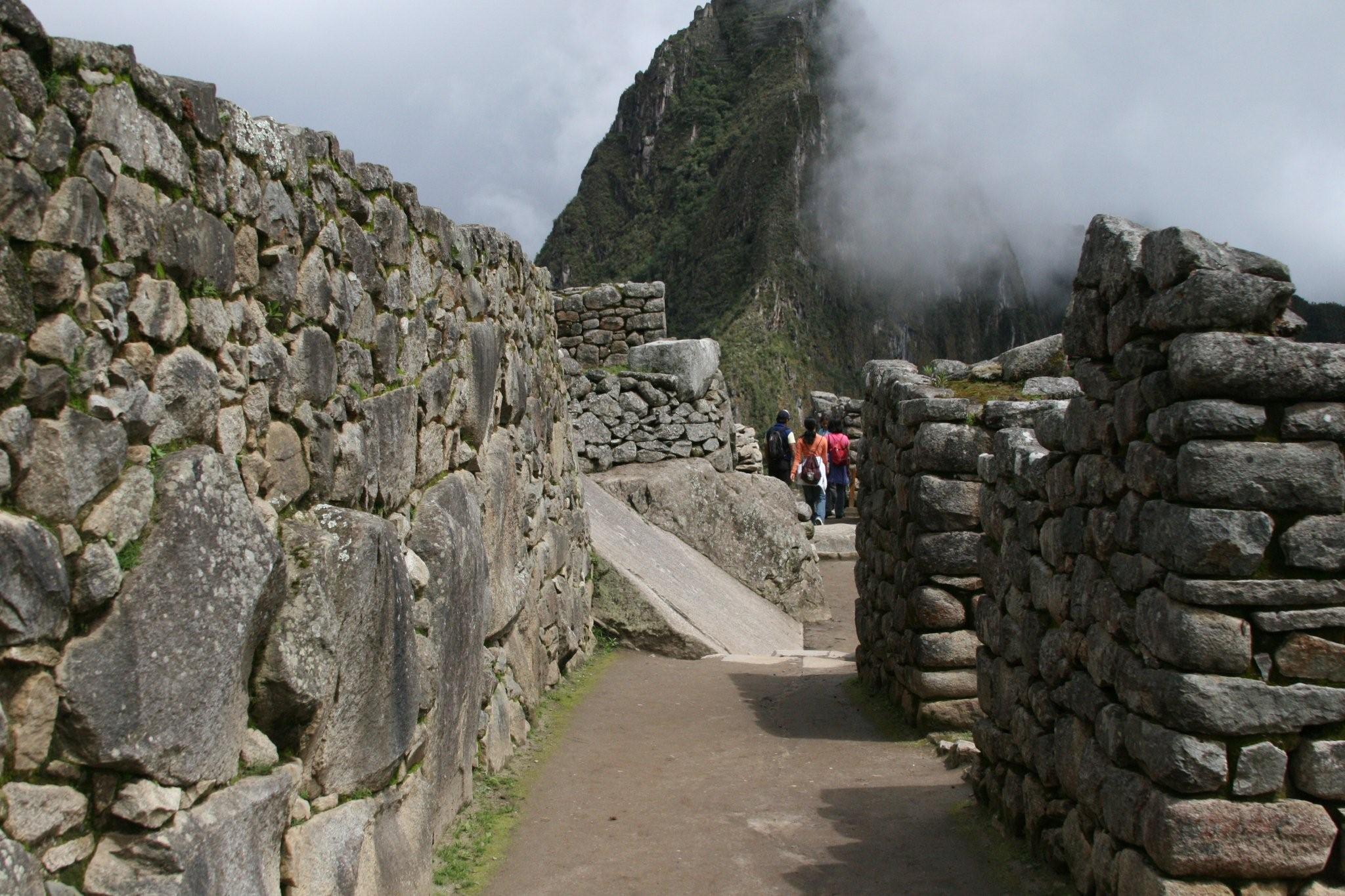 Classic Inca Trail Trek to Machu Picchu – 5 Days 7